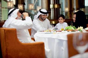 Какая средняя зарплата в ОАЭ
