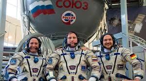 Какую зарплату получают космонавты в России в 2021 году