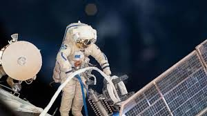 Какую зарплату получают космонавты в России в 2019 году