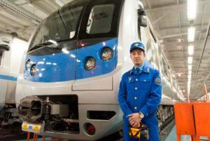 Средняя зарплата машиниста поезда и его помощника
