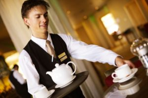 Средняя зарплата официанта в России и за рубежом
