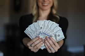 Как девушке заработать много денег