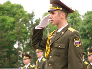 Какая зарплата у лейтенанта в армии России в 2020 году