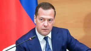 Какую зарплату получает Медведев за месяц и год