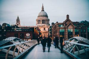 Минимальная и средняя зарплата в Лондоне