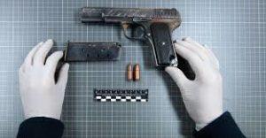 Средняя зарплата криминалиста в России
