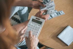 В чем разница между окладом и зарплатой