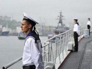 Сколько могут получать моряки в России