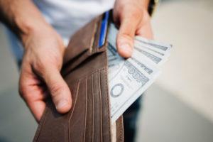 Сколько приставы могут удерживать из зарплаты