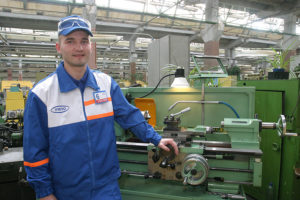 Средняя зарплата токаря в России