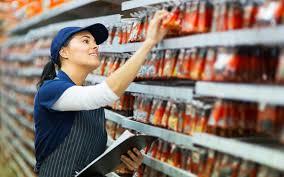Средняя зарплата товароведа в России