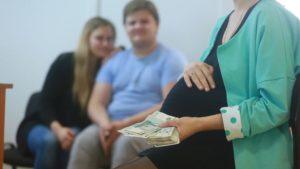 Сколько получает суррогатная мать в России