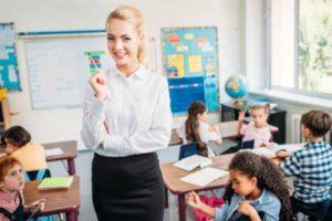 Какая средняя зарплата у учителя в США