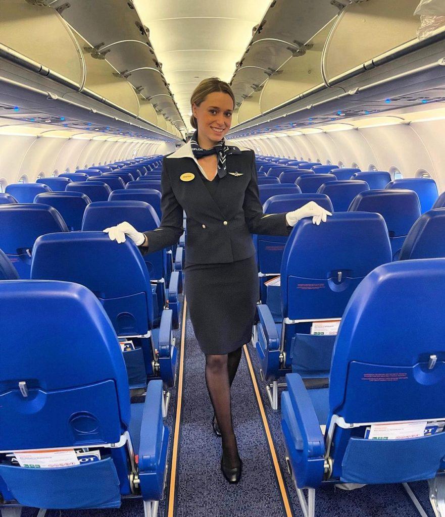 Какая зарплата у стюардесс в России