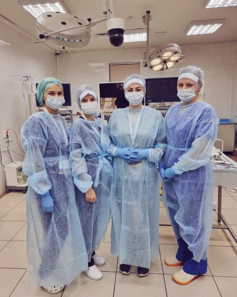 хирурги на работе